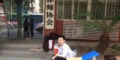 С помощью голодовки китайский адвокат отстоял свои права