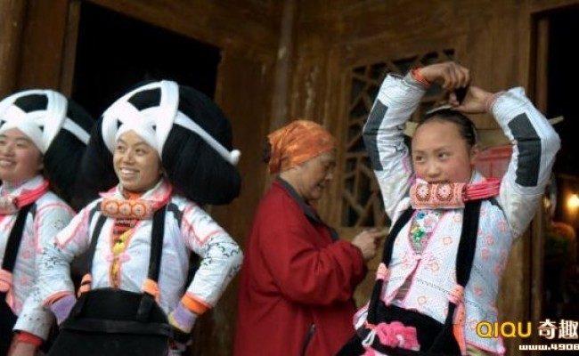 Женщины мяо в Китае носят волосы предков