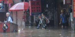 Ливни в двух провинциях Китая нанесли ущерб в сотни миллионов долларов