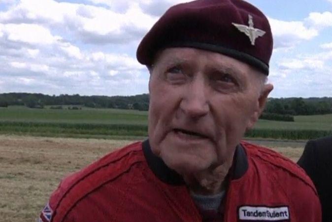 90-летние ветераны Второй мировой прыгнули с парашютами в Нормандии