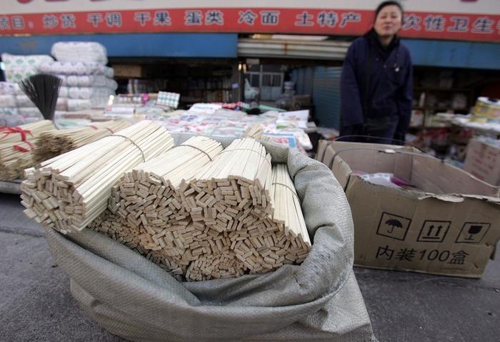 Ежёгодно в Китае используется 80 миллиардов пар одноразовых палочек для еды. Фото: Getty Images