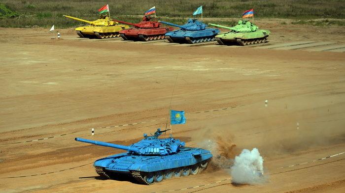 Соревнования по танковому биатлону проходят в Подмосковье