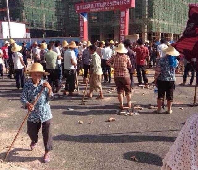 Протест крестьян против отъёма земли. Провинция Юньнань. Июнь 2014 года. Фото с epochtimes.com