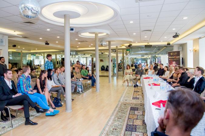 Пресс-конференция участников шоу «Звёздный дуэт» в 2014г. Фото: Сергей Лучезарный/Великая Эпоха