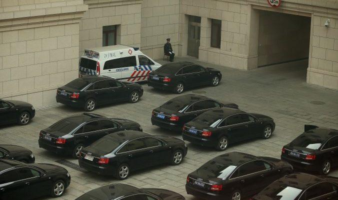 Китайские чиновники сдадут ключи от машин
