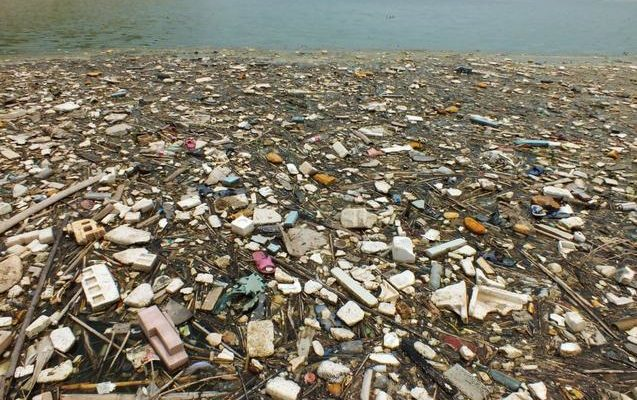 Учёные вычислили вес пластикового мусора в мировом океане