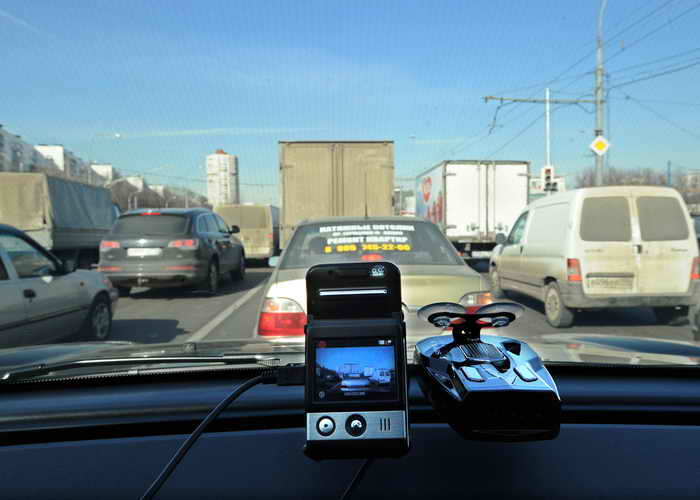 Движение по МКАДу заблокировано перевёрнутым грузовиком