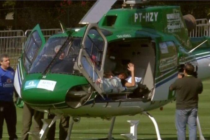 Неймара доставили домой на вертолёте