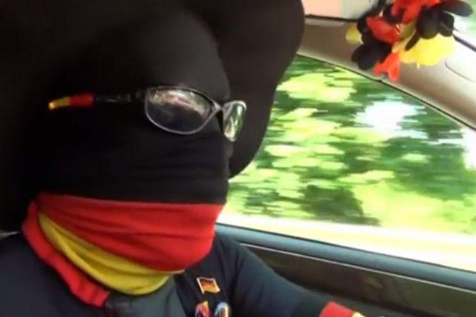 Таксист из Германии превратил авто в передвижную фан-зону