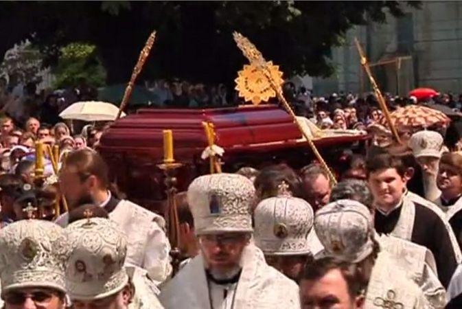 В Киеве похоронили главу Украинской православной церкви