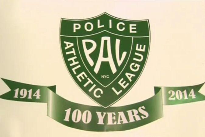 праздник, Нью-Йорк Спортлига полиции Нью-Йорка в своё 100-летие устроила праздник детям