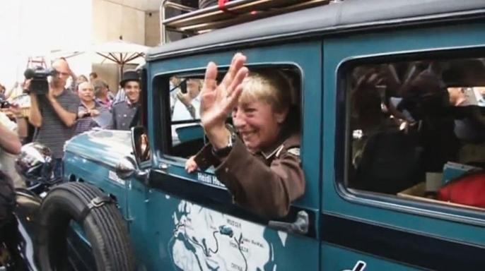 77-летняя немка отправилась в кругосветку на ретро-автомобиле
