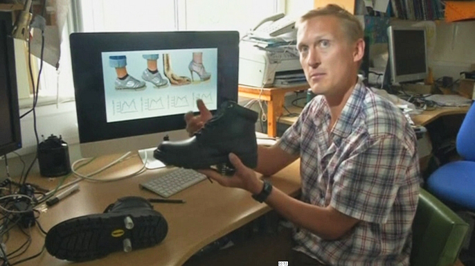 Новые ботинки с пружинами помогут экономить силы при ходьбе