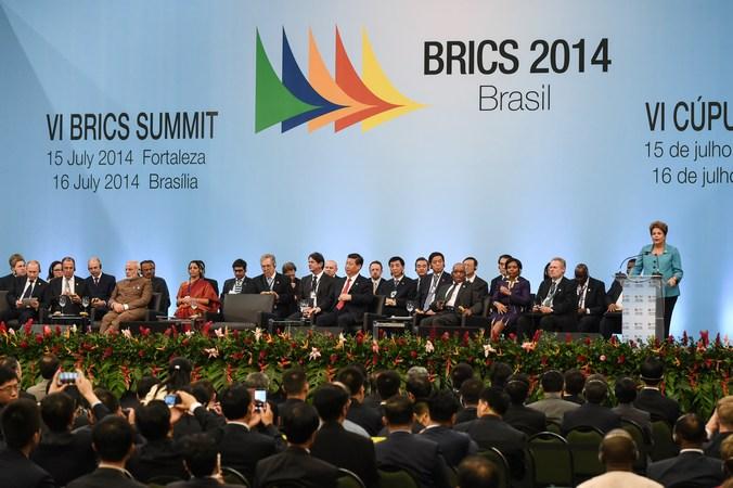 Саммит БРИКС во Форталезе, Бразилия, 15 июля 2014 года. Лидеры БРИКС (Бразилия, Россия, Индия, Китай и Южная Африка). Фото: YASUYOSHI CHIBA/AFP/Getty Images