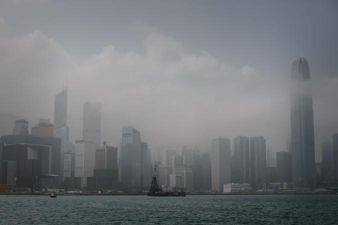 Набережная Виктории, на которой расположены казармы Гонконгского гарнизона Народно-освободительной армии Китая (НОАК), 17 февраля 2014 года. Фото: Philippe Lopez/AFP/Getty Images