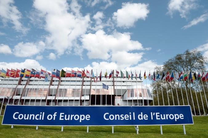 Флаги европейских стран перед зданием Совета Европы в Страсбурге, 8 апреля 2014 года. 9 июля Совет Европы принял Конвенцию о борьбе с торговлей человеческими органами. Фото: Frederick Florin/AFP/Getty Images
