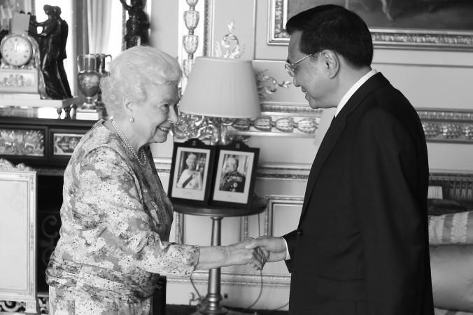 китайский премьер потребовал встречи с королевой Великобретании