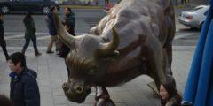 Топ-менеджеры в Китае продают пакеты акций собственных компаний