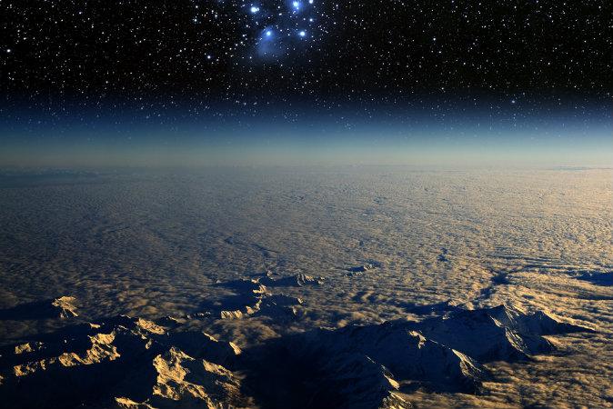 Вид на Землю из космоса и звёздное скопление Плеяды.  Фото: Shutterstock*