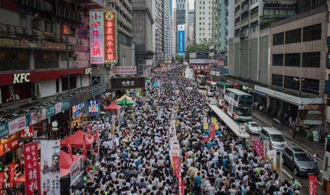 Сотни тысяч гонконгцев поддержали демократию