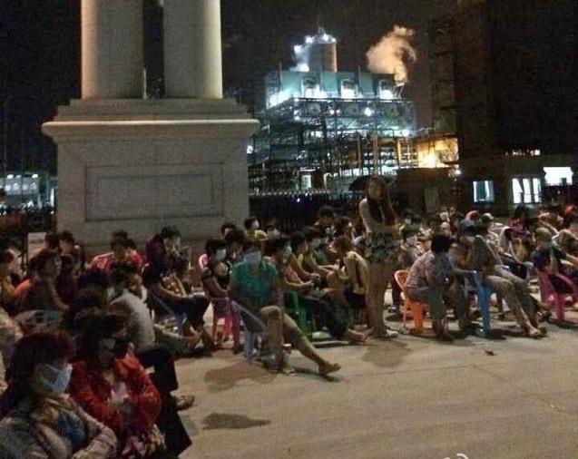 Протест возле химического завода против загрязнения окружающей среды. Провинция Фуцзянь. Июнь 2014 года. Фото с epochtimes.com