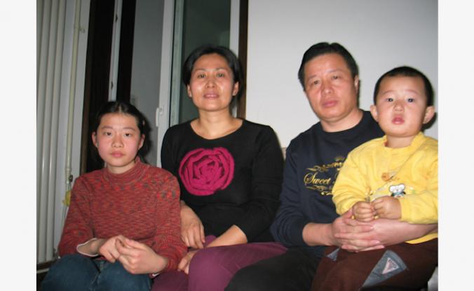 Гао Чжишэн с женой Гэн Хэ и двумя детьми. Фото: Hu Jia