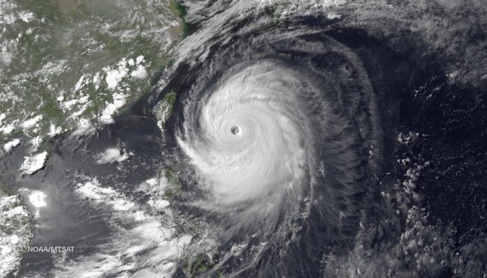 Приближение к Японии тайфуна «Ногури» вызвало эвакуацию 200 тысяч человек