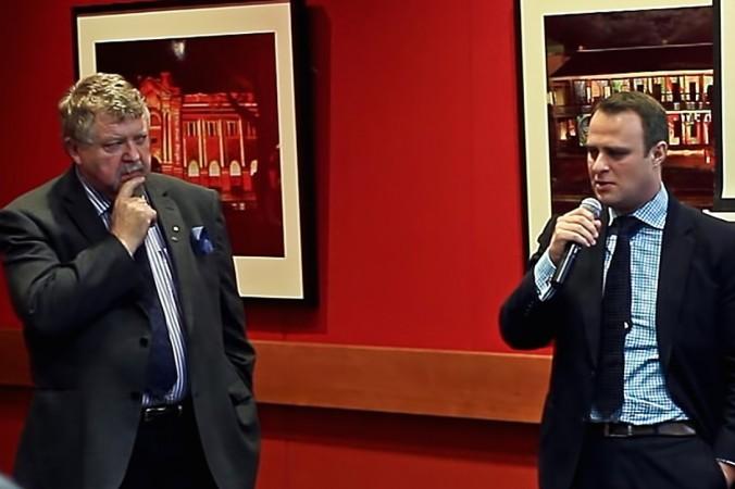 Д-р Сев Оздовски (слева), бывший австралийский уполномоченный по правам человека (2000-2005 гг.) и нынешний уполномоченный по правам человека Тим Уилсон выступили на показе документального фильма о судьбе китайского адвоката-правозащитника Гао Чжишена. Фото: Cr Shakespear Media