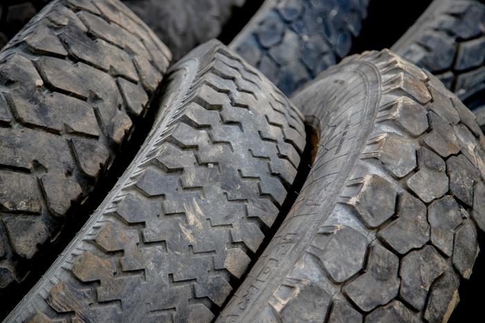 Из кремлёвского гаража украли более 200 автопокрышек