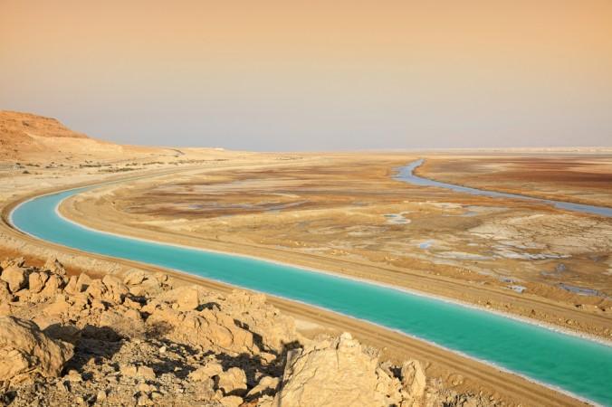Канал между двумя частями Мёртвого моря в Израиле. Фото: Shutterstock*