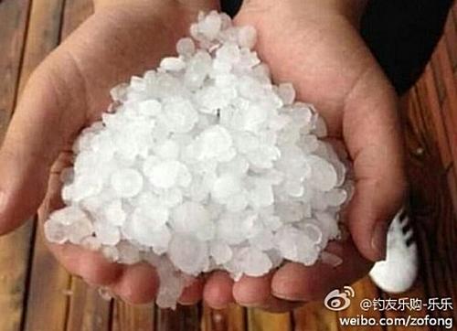Град и ливень прошли в Пекине. Июль 2014 года. Фото с epochtimes.com