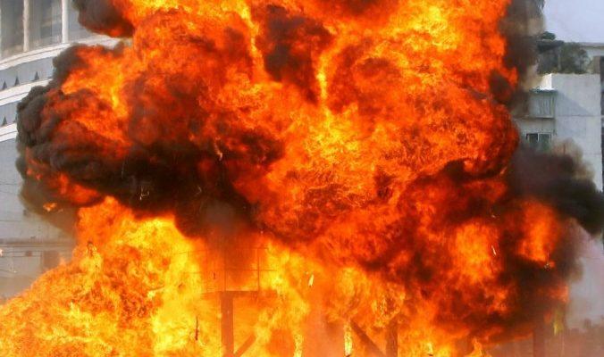 Пожар на нефтехранилище в Ливии вышел из-под контроля