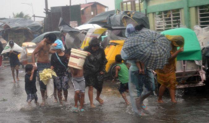 На Филиппинах эвакуировано 180 тысяч жителей, есть жертвы