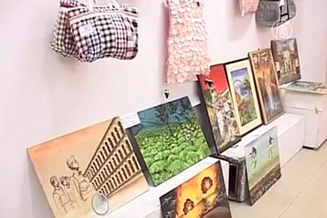 В Индии прошла выставка художественных работ глухих и немых