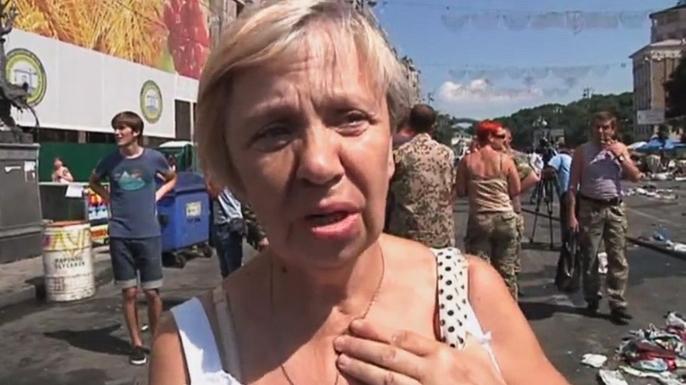 Протестующие на Майдане жгли покрышки и бросали коктейли Молотова при попытке разгона