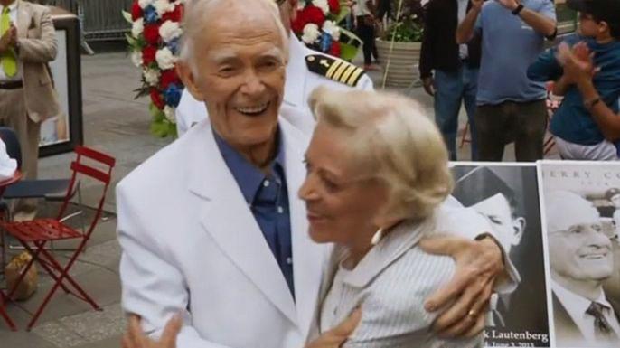 Ветеран Второй мировой и его жена воссоздали поцелуй на Таймс-сквер