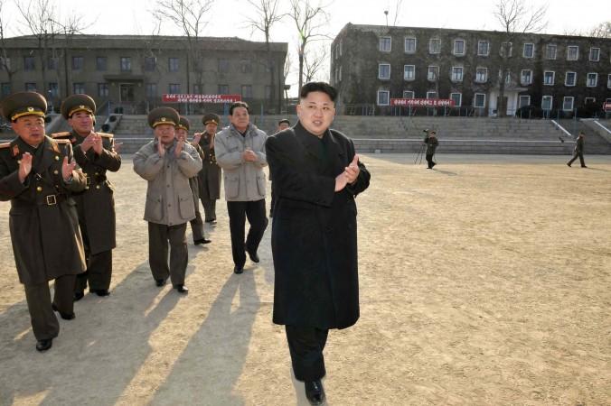 Северокорейский лидер Ким Чен Ын инспектирует командование 534-й войсковой части Корейской народной армии (КНА). Фото: KNS/AFP/Getty Images