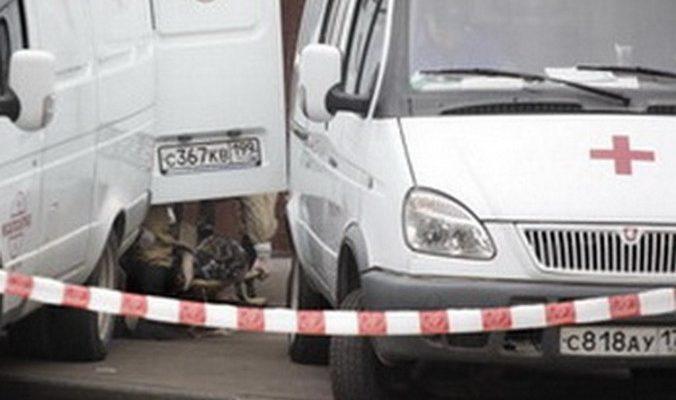 В Москве иномарка врезалась в здание Сбербанка