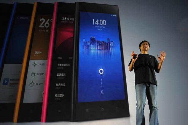 Генеральный директор Xiaomi Лэй Цзюнь на презентации нового смартфона в Пекине 5 сентября 2013 года. Компания приобрела дурную славу, так как её смартфоны передают данные владельцев на китайские серверы. Фото: WANG ZHAO/AFP/Getty Images