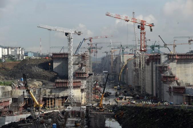 Строительные работы на Панамском канале, 8 августа 2014 года. Китай ведёт переговоры о строительстве четвёртой группы шлюзов на канале. Фото: Rodrigo Arangua/AFP/Getty Images
