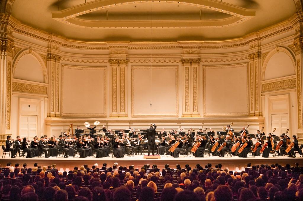 Симфонический оркестр Shen Yun в Карнеги-холл 27 октября 2013 г. Оркестр вернётся в этом октябре с новой программой. Фото: Dai Bing/Epoch Times