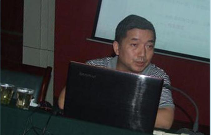 Ван Юньцин, председатель Комиссии по надзору за предпринимательством в Комитете по контролю и управлению государственным имуществом администрации провинции Хубэй, покончил с собой 26 июля 2014 года. В июле четыре чиновника режима покончили с собой за четыре дня. Фото: theepochtimes.com