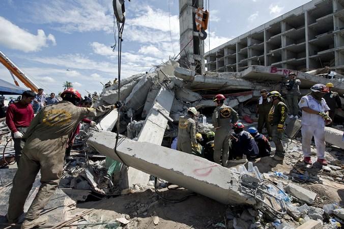 Таиланд, обрушение, спасатели