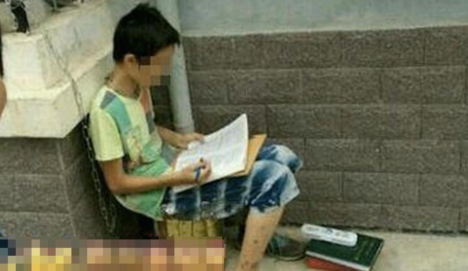 Женщина приковала сына, чтобы заставить его сделать домашнее задание. Фото: скриншот/Tencent News