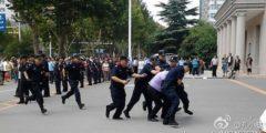 В Китае протестуют пострадавшие вкладчики компаний недвижимости