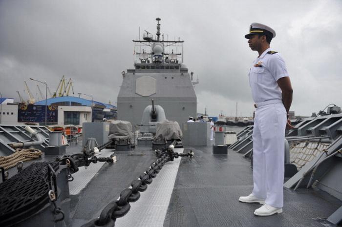 """Американский офицер на борту крейсера """"Велла Галф"""". Фото: RADU TUTA/AFP/Getty Images"""