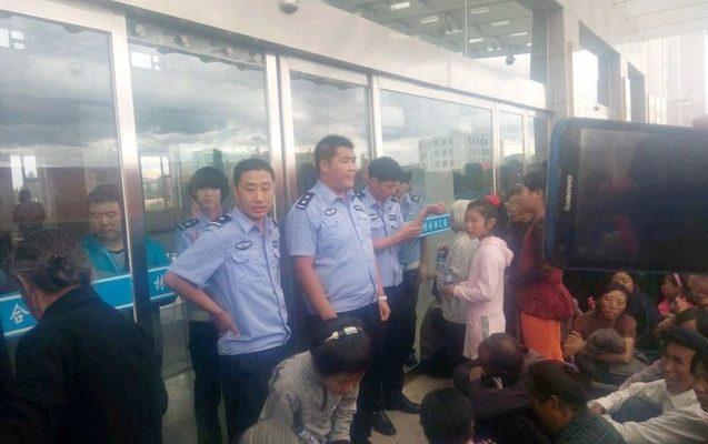 Китайская полиция перечной водой разогнала протестующих католиков
