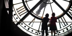 Звук тиканья часов заставляет женщин думать о раннем браке