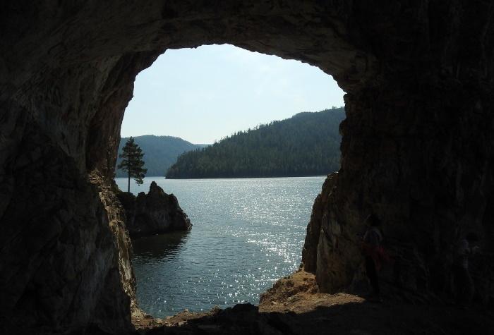 В низовьях Лены обнаружены пещеры