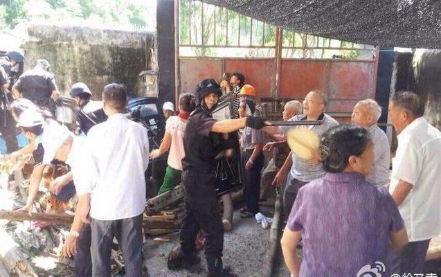 Христиане в Китае отбили попытку властей демонтировать очередной крест